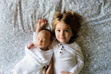 https://pixabay.com/pt/photos/irm%C3%A3os-fam%C3%ADlia-meninos-amor-juntos-457237/