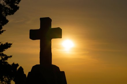 https://pixabay.com/pt/photos/deus-religi%C3%A3o-atravessar-1772560