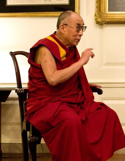 https://pixabay.com/pt/photos/dalai-lama-retrato-discuss%C3%A3o-1166021/